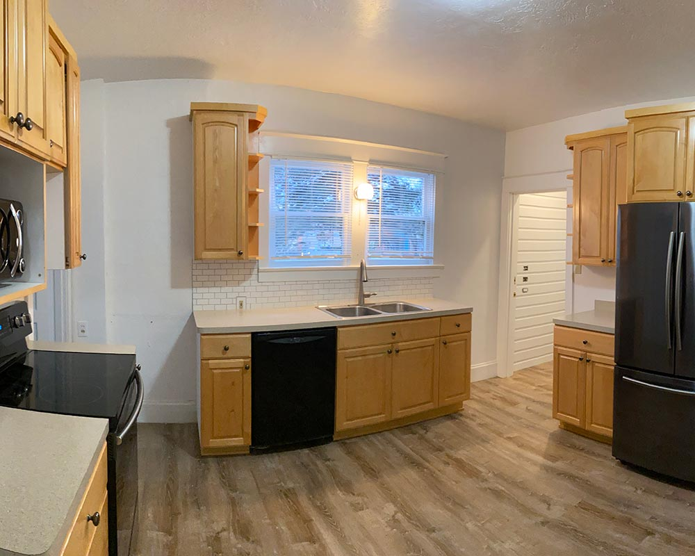 215 14th St SE, Salem OR 97301 - Kitchen